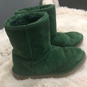 Ugg green classic short Size 6